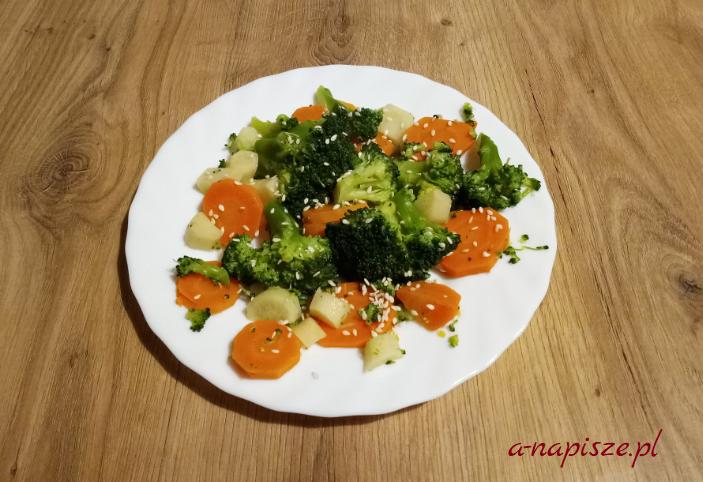 gotowane brokuły z marchewką jadłospis diety ONZ