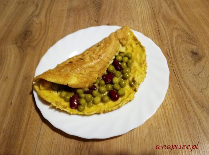 omlet z groszkiem i fasolką czerwoną jadłospis diety ONZ
