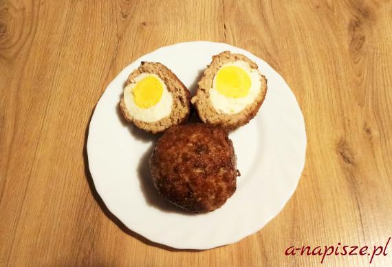 kotlet mielony z gotowanym jajkiem