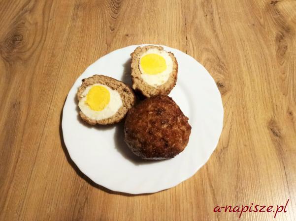mielony z jajkiem w środku białko na dietę