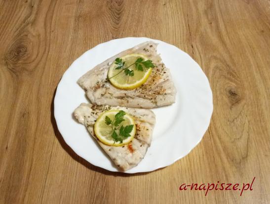 ryba pieczona w ziołach dieta ONZ