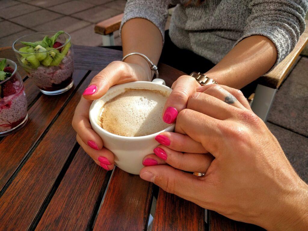 miłość czułość drobne gesty