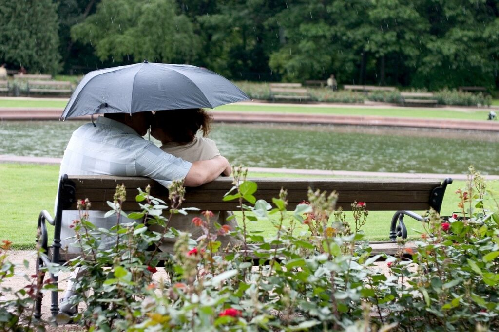 pocałunek w parku