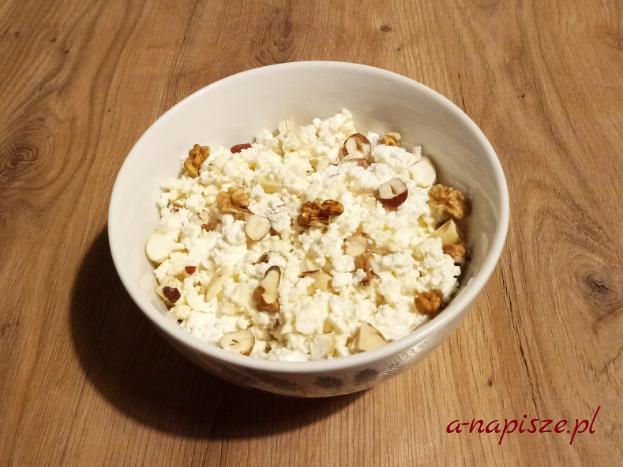 ser miód orzechy słodki posiłek białkowy