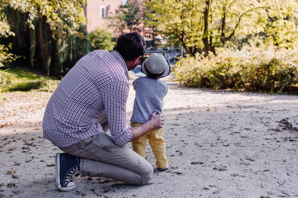 ojciec i syn niewinne kłamstwa i żarty z dzieci