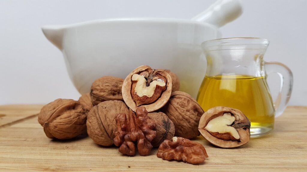 zdrowe tłuszcze i błonnik w orzechach